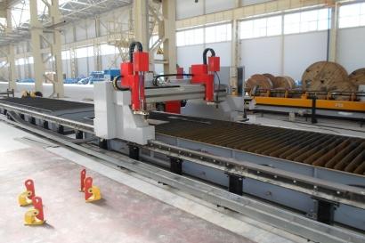 Промышленная машина «Кристалл» с двумя раскройными столами